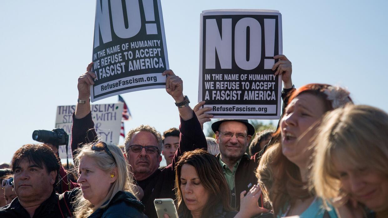 Las protestas por el veto migratorio de Trump también llegaron a Hollywo...