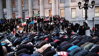 En la tarde de este jueves, cientos apoyaron el llamado #BodegaStrike, e...