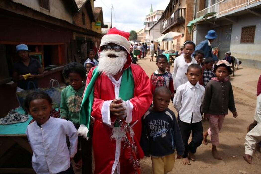 Santa Claus también sorprendió a los pequeños en la isla africana de Mad...
