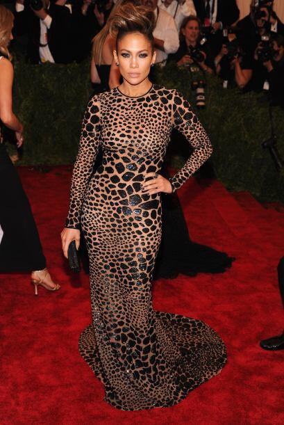 Un vestido cubierto con un estampado felino le costó que muchos '...