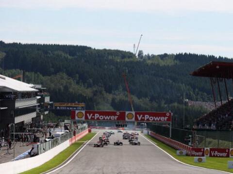 Jenson Button se llevó la victoria de punta a punta en un acciden...
