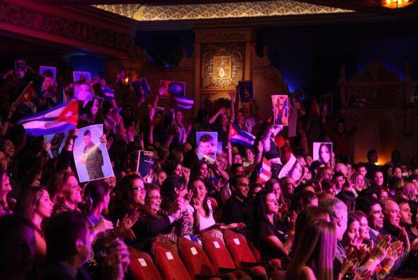El teatro estaba listo para recibir a los cuatro finalistas. El entusias...