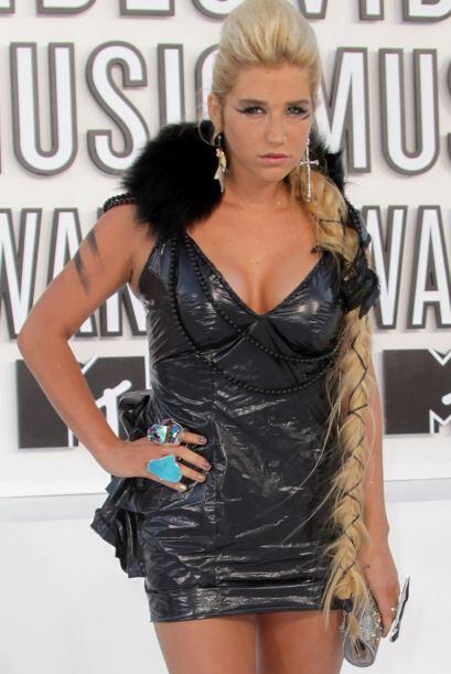 La particular cantante Kesha, lució recientemente una de las más largas.