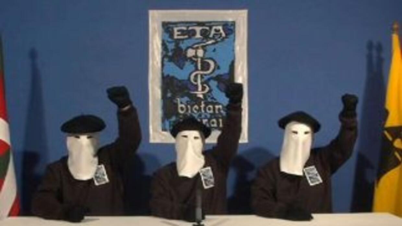 La organización separatista armada vasca ETA anunció un alto el fuego pe...