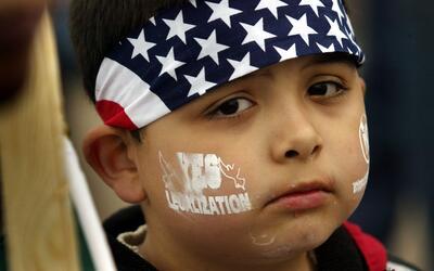 Niños indocumentados hijos de residentes legales permanentes podr...