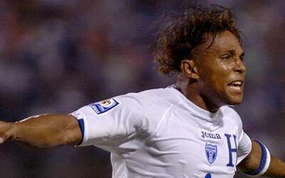 El máximo goleador de la selección de Honduras, Carlos Alberto Pavón, an...