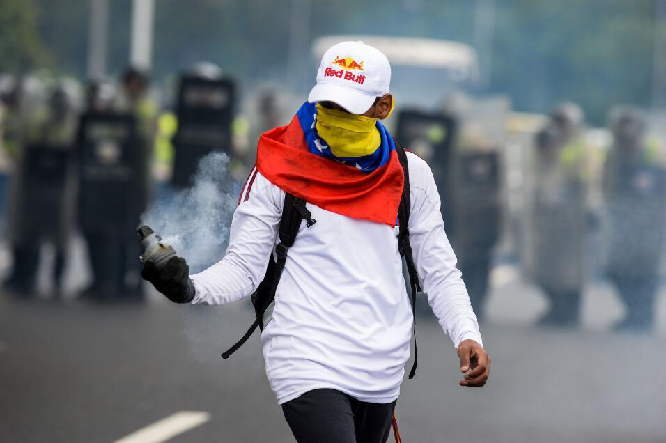 Miles de opositores venezolanos marchan para apoyar el revocatorio de Ma...