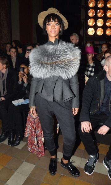 Para el Front Row de Lanvin en París, Rihanna sacó su lado más 'trendy'...