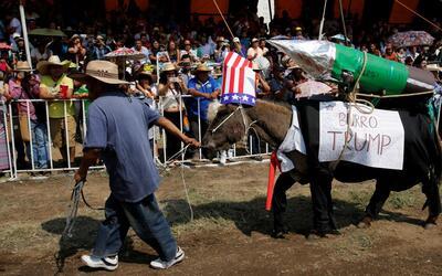 """Pueblo mexicano honra al """"burro Trump"""" este 1 de mayo"""