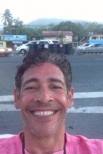 """""""Con el Yunque atrás jajajajajaja"""", compartió Johnny. (Abril 20, 2014)"""