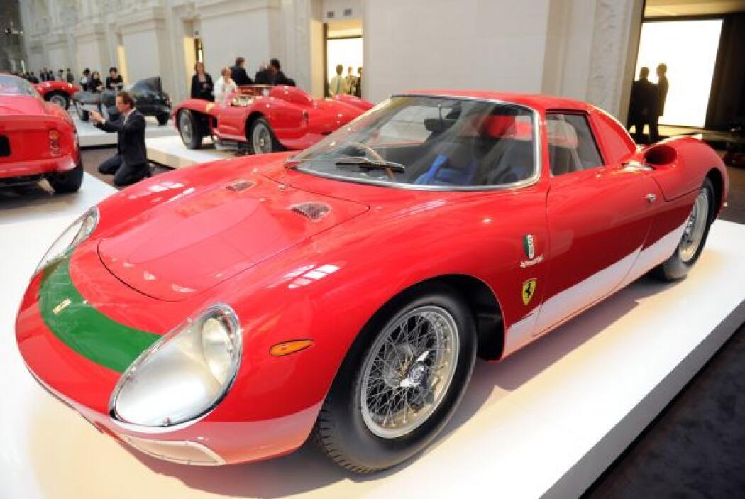 -Ferrari 250 LM: Otro de los autos que conforman su catálogo es este Cav...