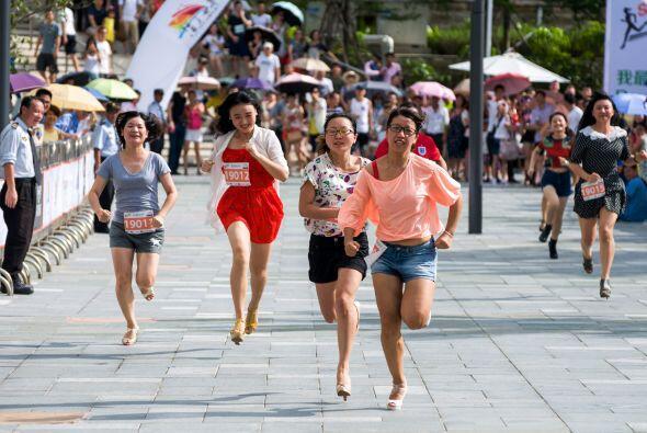 ¿Quiénes serán mejores corredores en tacones, las mujeres o los hombres?