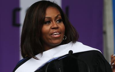 """Michelle Obama: """"No construimos muros para mantener a la gente afuera"""""""