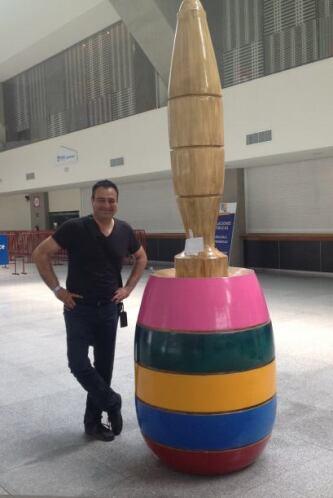 Con un balero gigante en la feria de Puebla, estado conocido por la gran...