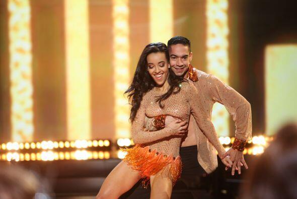 Los sensuales bailes hicieron arder el escenario, pues no cualquiera tie...