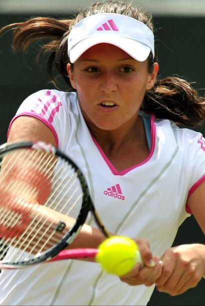 Laura Robson no pudo con la fortaleza de Sharapova y cayó en tres...