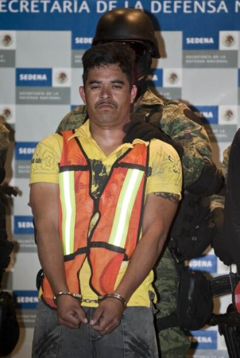 Víctor Ávila, otro oficial de aduanas, resultó herido.