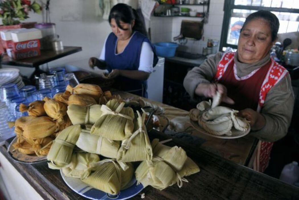 La forma de preparar tamales es distinta en cada región del país, puede...