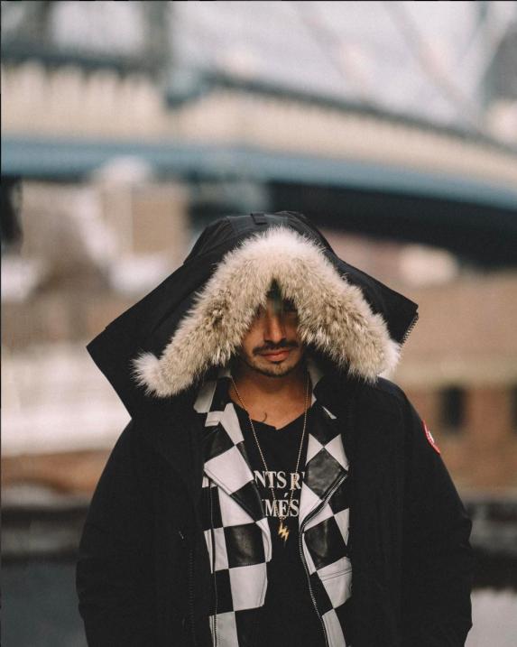 J Balvin es uno de los embajadores del New York Fashion Week de hombres...