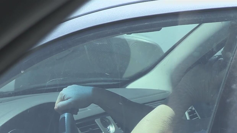 Prohíben el uso del celular al conducir un automóvil en Pima