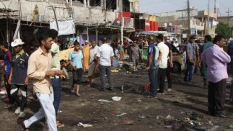 Dos carros bomba estallaron el lunes en el sur de Basra causando severos...