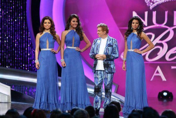 Osmel desfiló con sus tres chicas, Marisela, Bárbara Turbay y Marina.