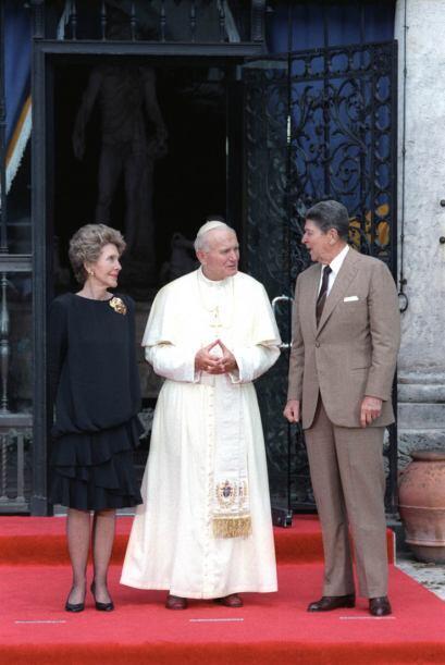 Ronald Reagan, su esposa Nancy y Juan Pablo II en el Museo Vizcaya de Mi...