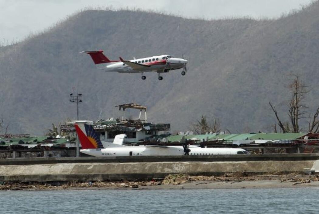 La cooperante abandonó Tacloban en un avión militar, ya que el aeropuert...