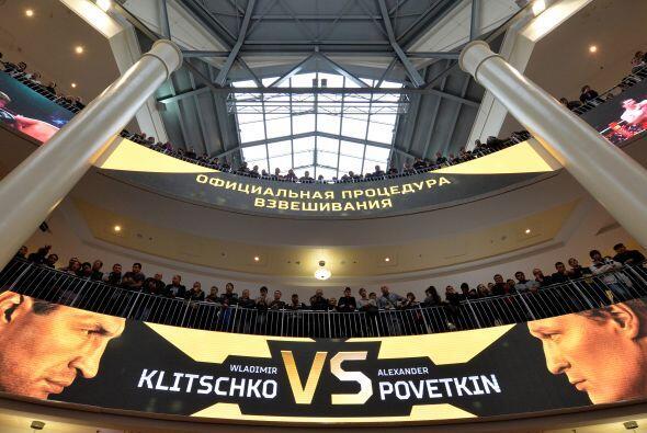 Mucha gente asistió al pesaje y se espera un lleno total en el Olimpiysk...