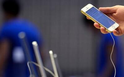 Cook: Que Apple cree un programa para desbloquear el Iphone sería 'igual...