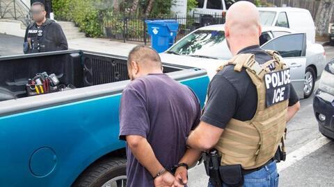 Imagen de una de las detenciones de la nueva redada en el sur de Califor...