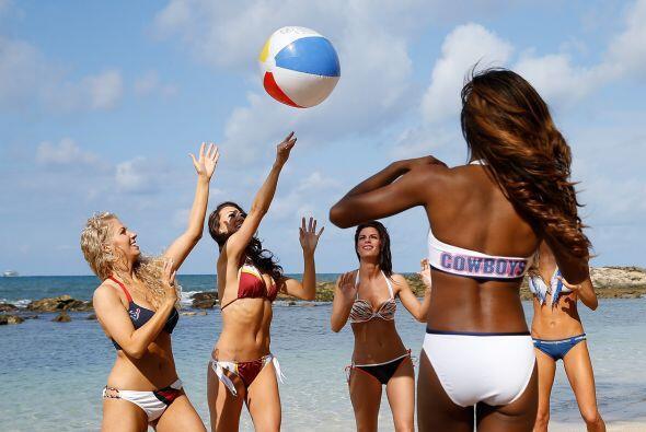 Las más bellas porristas de la NFL bajo el sol de Hawaii, listas para el...