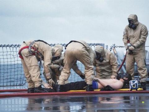 """Miembros de la tripulación de la fragata KNM """"Helge Insgtad&..."""