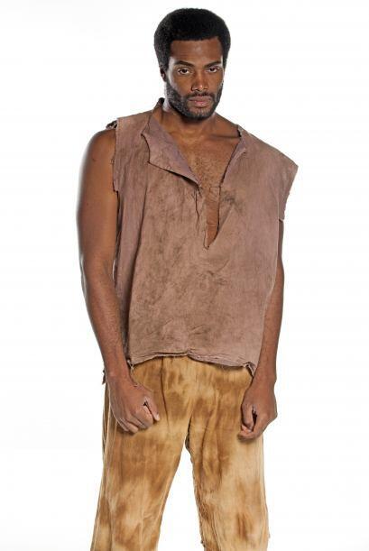 Juliano (Luis Felipe Cortés) es un esclavo sumiso pero con dignidad y si...
