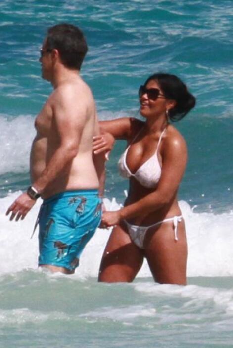 La puertorriqueña portó un sexy bikini blanco. Más videos de Chismes aquí.