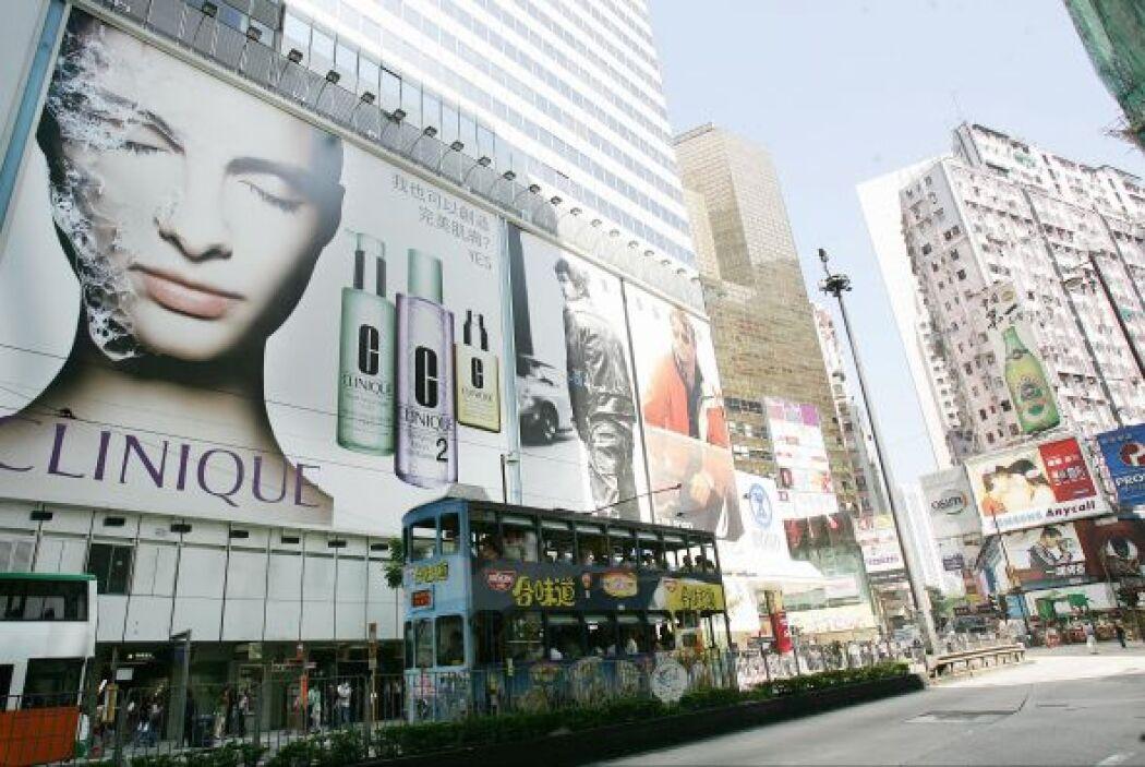 Estas calles albergan a las tiendas de las mejores marcas; sin embargo,...