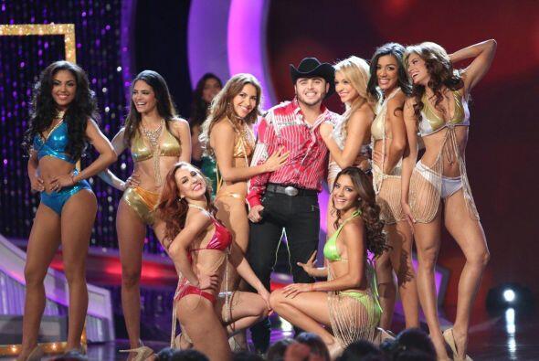 El cantante estuvo en el cielo con 8 angelitos que los acompañaron a pon...