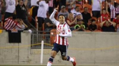 Marco Fabián hizo uno de los goles de la victoria. (Foto Twitter)