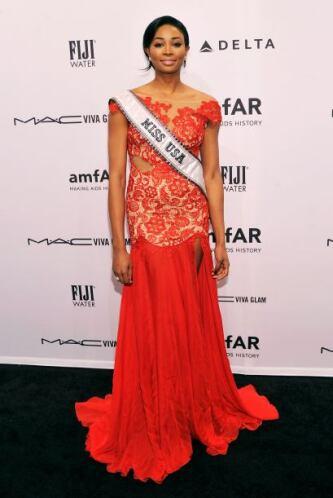 A la mujer más bella de Estados Unidos, Nana Meriwether, le falló la ele...