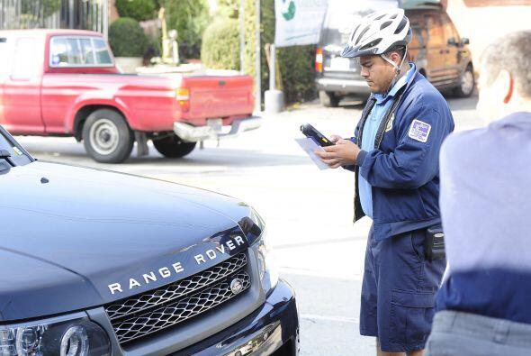 Aquí el momento en el que el policía le hizo su multa. Mira aquí lo últi...