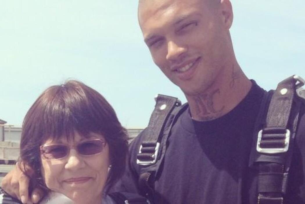 En esta foto aparece la supuesta madre de Jeremy Meeks.