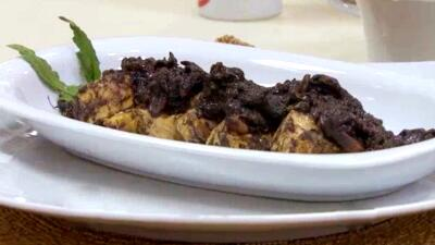 Pollo con queso de cabra en salsa de huitlacoche