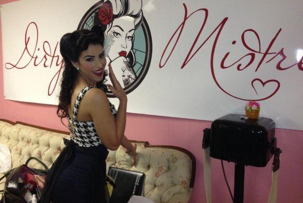 Vanessa imitó a la chica del logo.