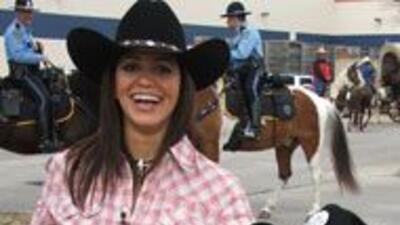 Envia tus fotos del Rodeo. Muestranos tu mejor atuendo vaquero. be0efaf6...