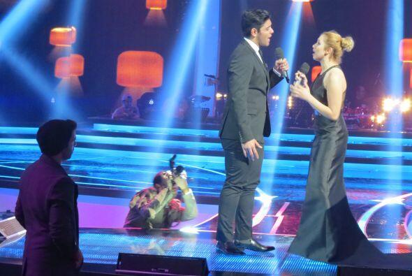 Canela prestó particular atención al dueto de Espiridión y Paloma.