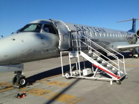 Orlando Segura y Don Pedro Rivera abordaron el avión que los llev...
