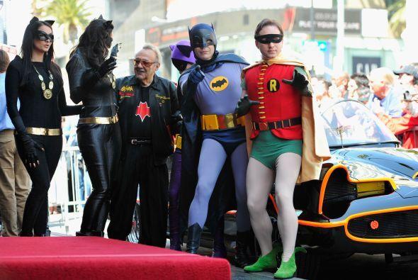 Adam West, el Batman original, recibió su propia estrella en el Paseo de...
