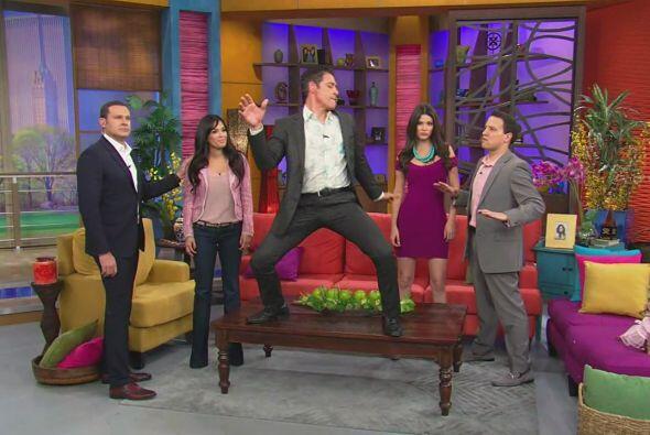 El presentador no sólo animó el baile, sino que dio un esp...