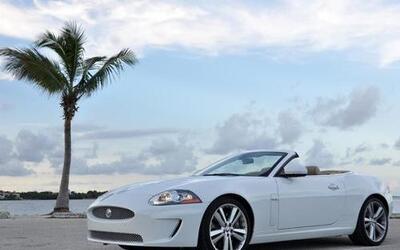 Sin muchos cambios para 2011 llegó el Jaguar XKR, que mantiene su diseño...