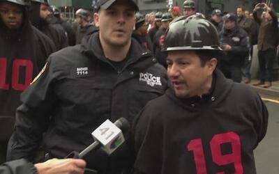 Decenas de trabajadores que exigen mejoras laborales se manifestaron en...